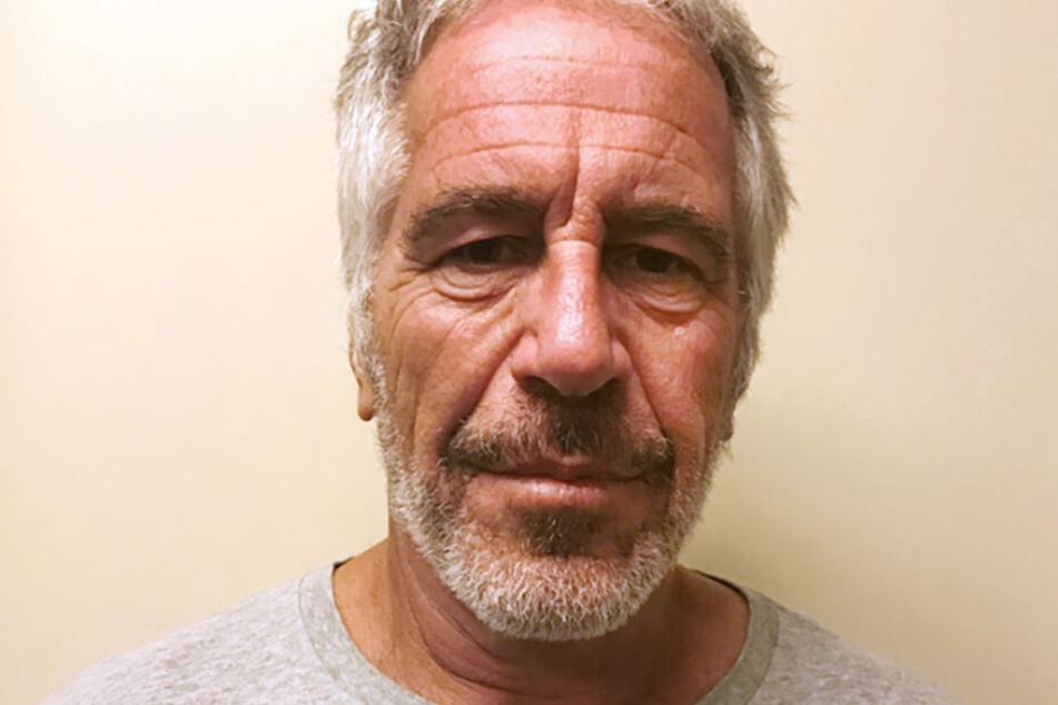 Der verurteilte Sexualstraftäter Jeffrey Epstein nahm sich vergangenen August im Gefängnis das Leben.