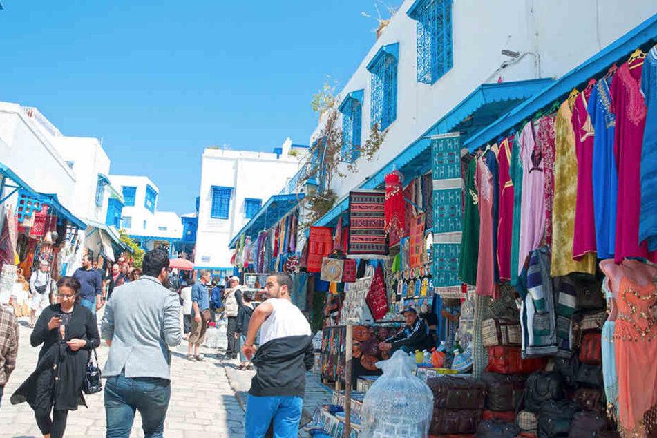 Auf einem Markt in der Mittelmeerstadt Nabeul wurden Mutter und Tochter attackiert.
