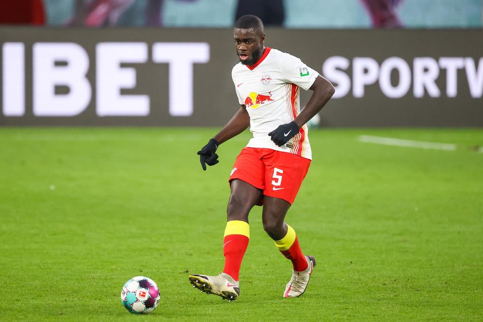 Die Red Devils hatten eigentlich Dayot Upamecano (22) ins Auge gefasst. Weil der FC Bayern jedoch bereits um diesen buhlt, wird nun Konaté zu einer attraktiven Lösung.