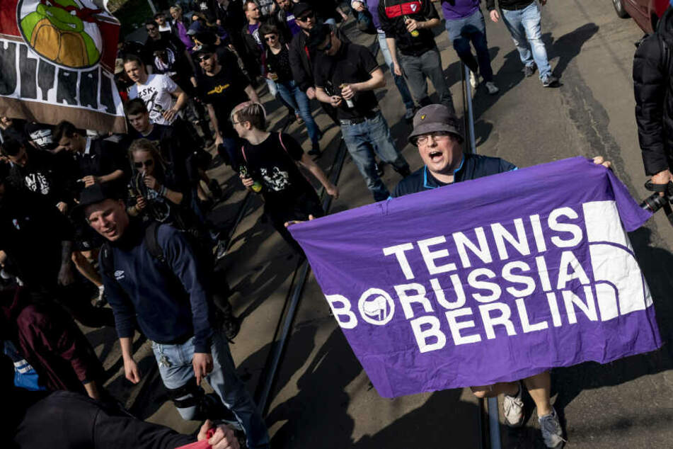 Eine Gruppe von TeBe-Fans unterstützte nach Meinungsunterschieden mit Jens Redlich andere Vereine. Unter anderem besuchten sie Roter Stern Leipzig (Foto).