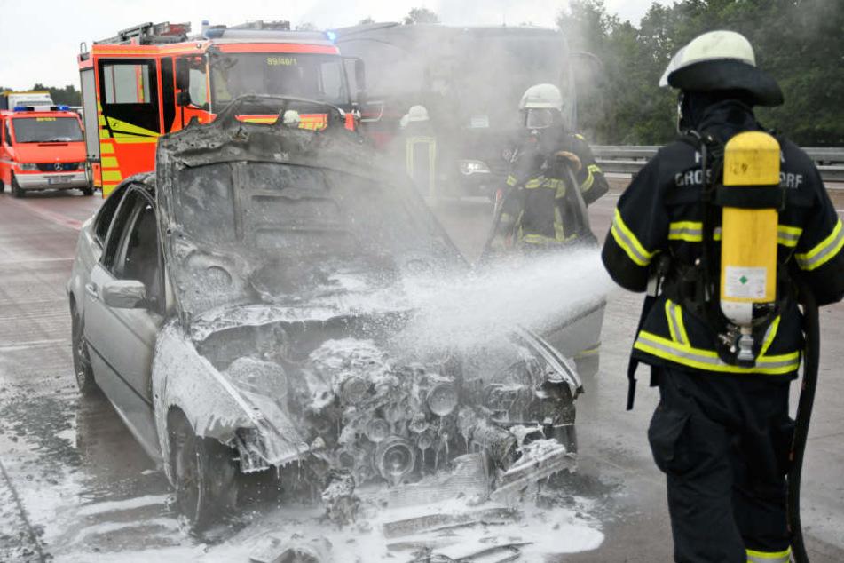 Auto fängt plötzlich auf der Autobahn an zu brennen