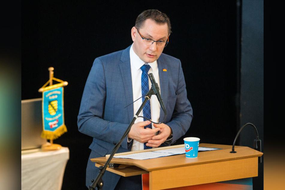 Bundes-Chef Tino Chrupalla (44) sprach beim AfD-Parteitag in Weinböhla.