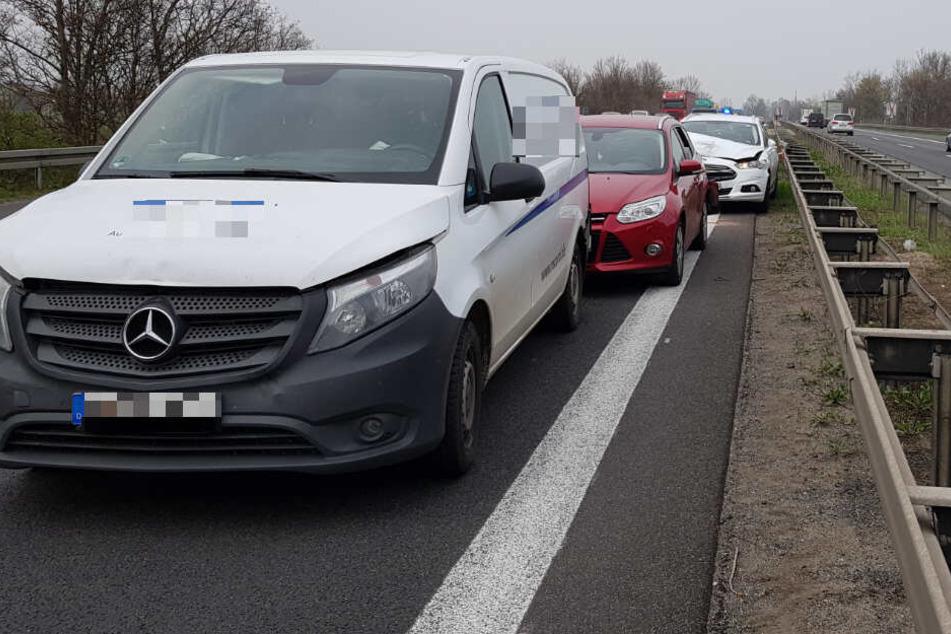 Auf der linken Fahrspur waren fünf Fahrzeuge ineinander gekracht.