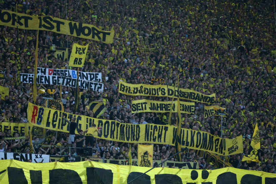 Die Fans von Borussia Dortmund zeigten auch am Samstagabend wieder sehr deutlich, was sie von RB Leipzig halten.