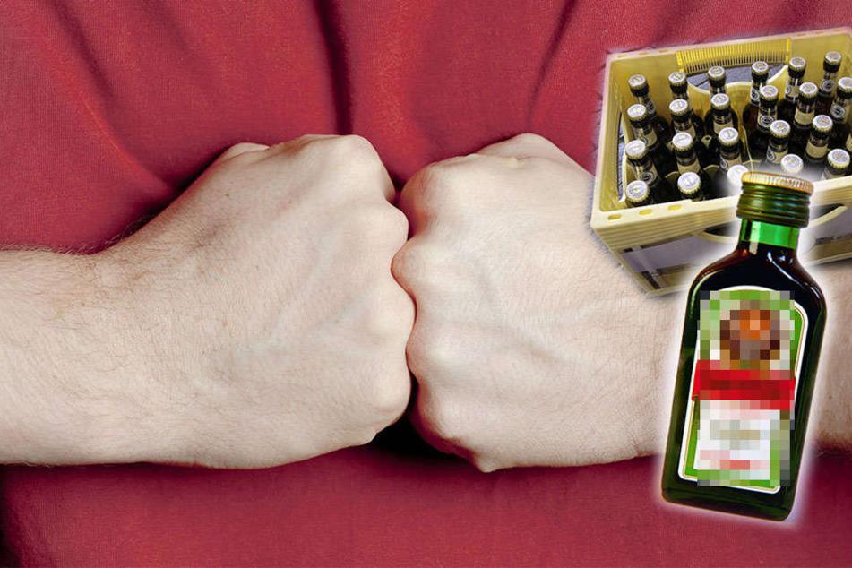 Wegen Alkohol! Nachdem Worte nicht mehr ausreichten, schlugen und traten die beiden Streithähne aufeinander ein. (Symbolbild)