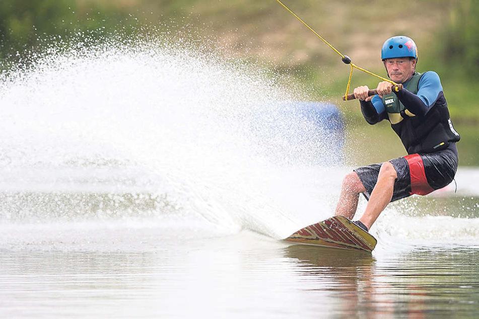 Marcus Blanik (44) wagt sich auch gerne selber mit dem Board aufs Wasser.