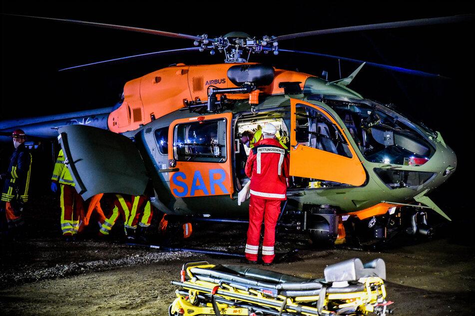 Ein Mann wurde von den Flammen schwer verletzt und mit einem Rettungshubschrauber ins Krankenhaus geflogen.
