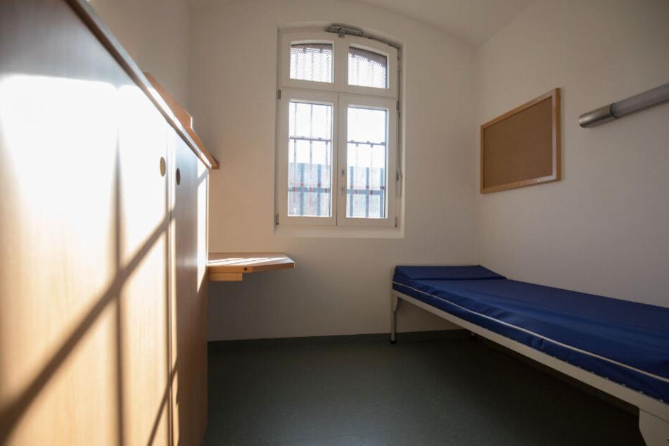 In solche einer Zelle wohnen die Häftlinge.