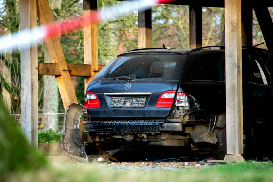 Polizei steht vor Rätsel: Auto auf Anwesen von Bürgermeisterin explodiert