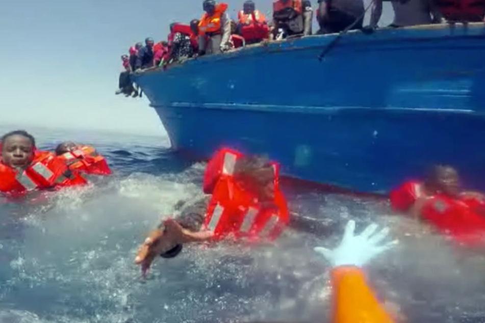 Tausende versuchen noch immer die Flucht übers Mittelmeer, oft mit tödlichem Ausgang.