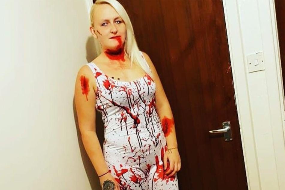 Gipfel der Perversion: Louise Porton (23) zeigt sich Monate nach dem Tod ihrer Töchter so auf Facebook.