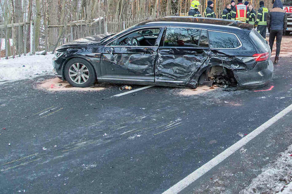 Insgesamt fünf Autos sind bei einem Crash zusammengestoßen.