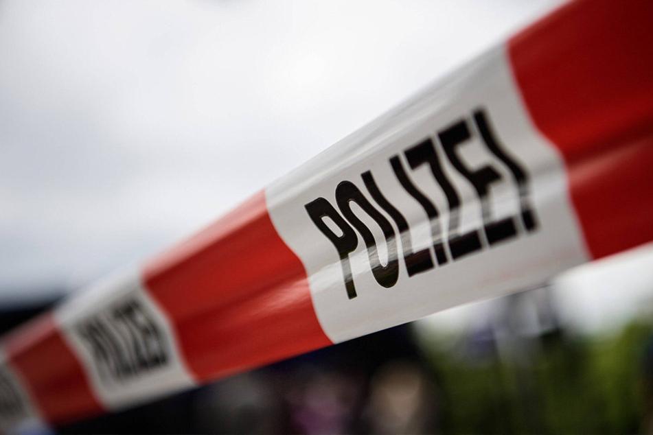 Passanten sollen den Flüchtling zum Suizid angestachelt haben. Jetzt ermittelt die Polizei zu den Gerüchten.