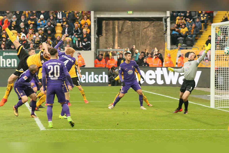 Tor für Dynamo Dresden. Florian Ballas (23, Dresden) erzielt den Treffer zum 3:0.