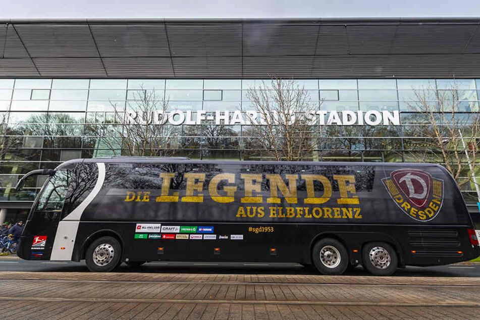 Die letzten der insgesamt 14.662 Kilometer in dieser Saison nimmt der Dynamo-Bus am Wochenende unter die Räder. Von Stadion zu Stadion sind es bis Kiel 571 Kilometer - es ist die drittlängste Fahrt.