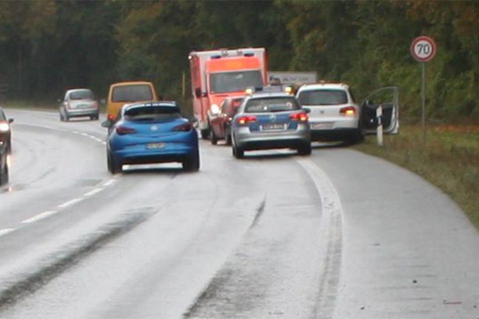 Der Fahrer eines VW Tiguans krachte mit seinem Auto auf einen Opel Corsa. Die Gründe sind bisher unklar.