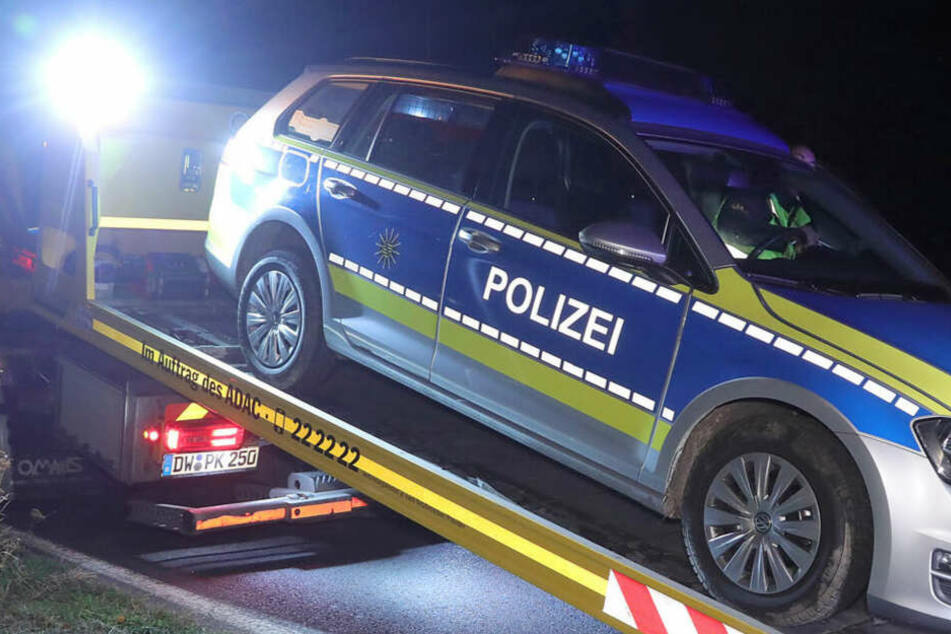 Das Polizeiauto wurde bei der Kollision beschädigt.