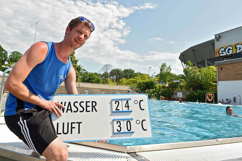 Bademeister Stefan Heidel (32) im Georg-Arnhold-Bad.