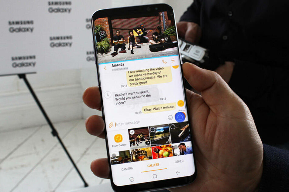 Das neue Modell verfügt über einen Split-Screen-Modus: Nutzer können z.B. parallel Videos schauen und das Gerät für andere Funktionen nutzen.