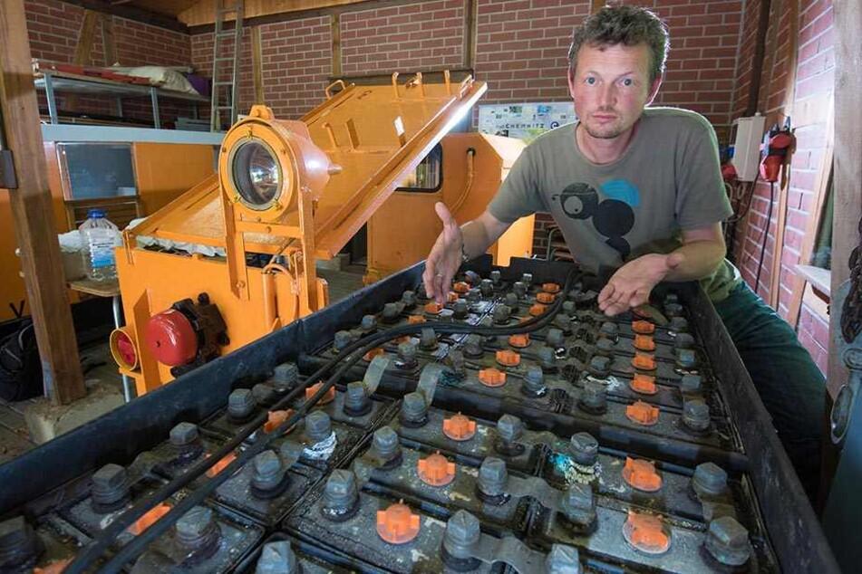 Förderkreis-Sprecher Michael Amlung (40) sammelt Spenden, damit die kaputte Batterie schnell erneuert werden kann.