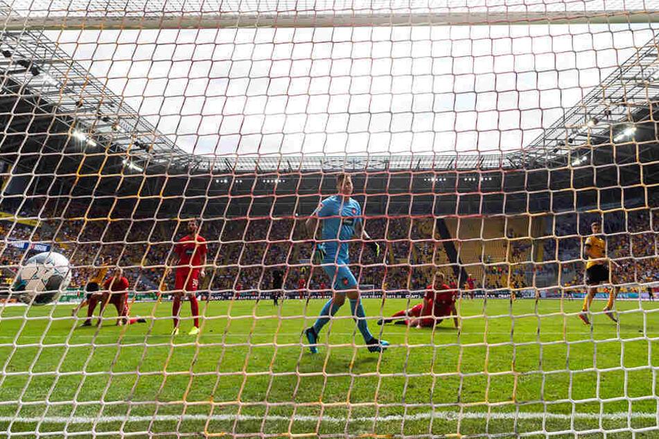 Da ist es passiert und Alexander Jeremejeff (r.) dreht jubelnd ab: soeben hat der den Ball zum zwischenzeitlichen 2:0 im Kasten der Heidenheimer versenkt.