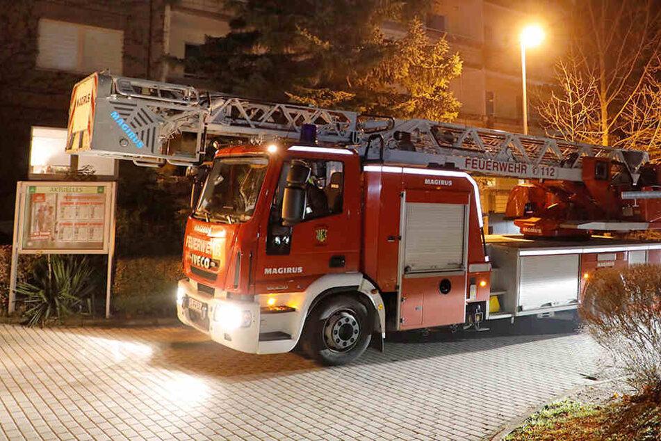 Chemnitz: Papier in Fahrstuhl-Schacht angebrannt: Feuer in Plattenbau