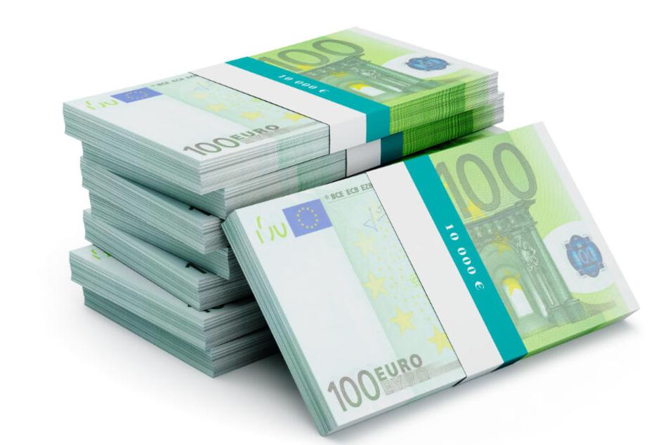100-Euro-Scheine sind zu Bündeln zusammengeklebt.
