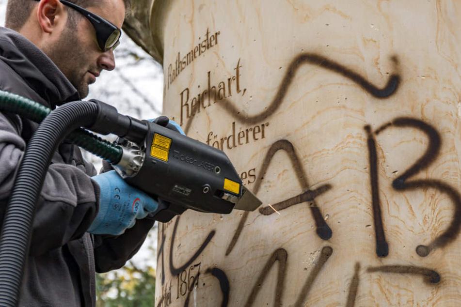 Mit einem Speziallaser sollte das Graffiti entfernt werden.