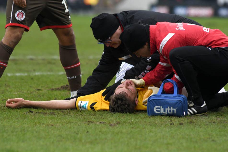 Für Florian Ballas ging es nach einem Kopfballduell nicht mehr weiter. Er kippte sogar im Sitzen um und war völlig benommen.