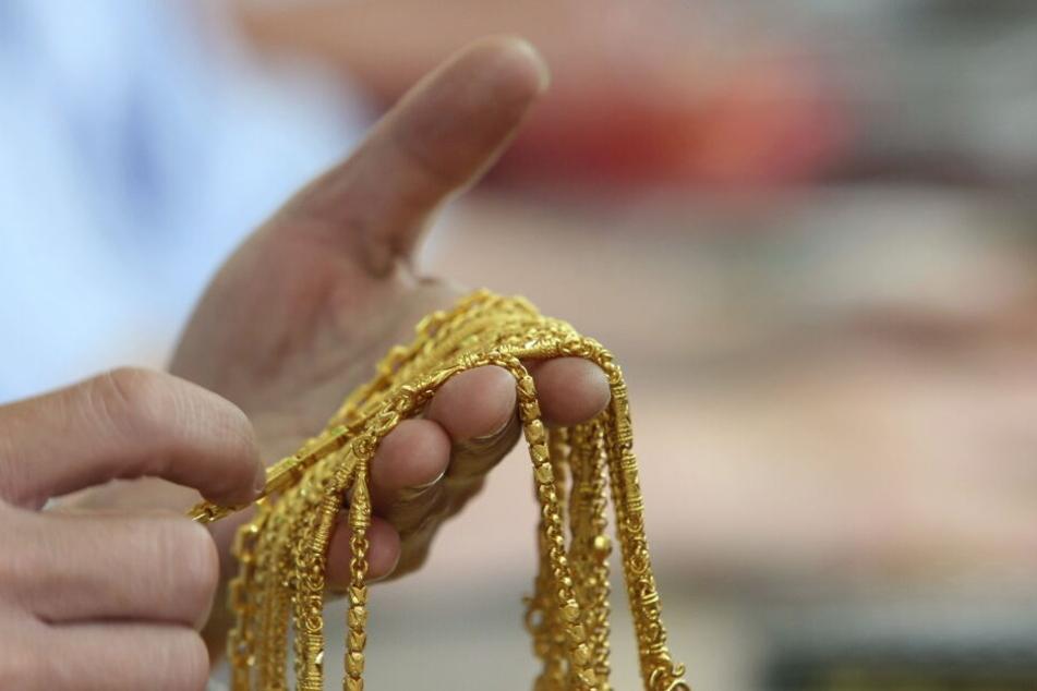 Mit dem Goldpreis steigt auf der Wert von Schmuck. (Archivbild)