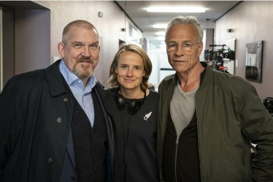 """Freddy Schenk (Dietmar Bär), Isabel Prahl (Regie) und Max Ballauf (Klaus J. Behrend) beim Drehstart von """"Gefangen""""."""