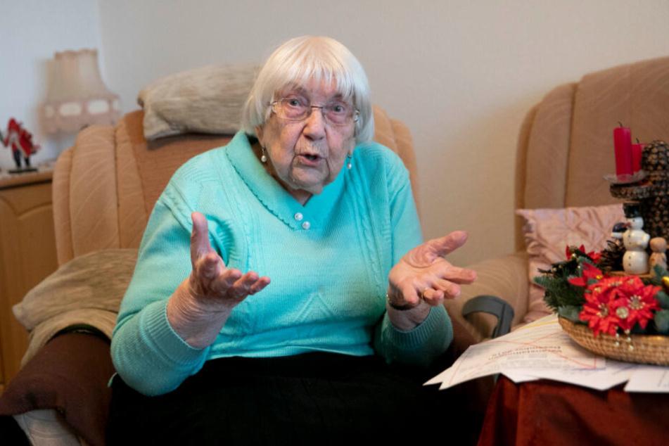 Betreuungsvertrag aufgelöst, Begegnungsstätte dicht gemacht, Weihnachtsfeier abgesagt: Helga Treichel (90) ist verärgert und traurig.