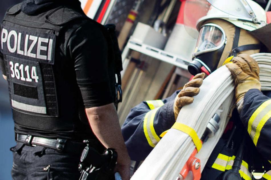 Zahlreiche Einsatzkräfte von Polizei und Feuerwehr rückten wegen des Gift-Alarms aus (Symbolbild).