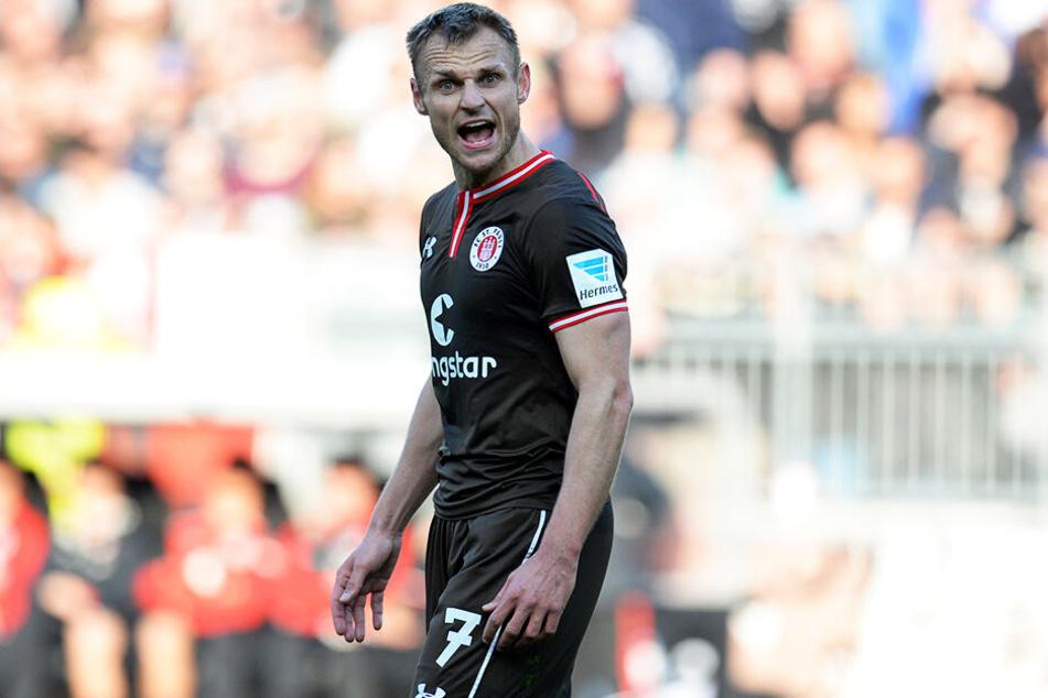"""""""Kampfsau"""" Bernd Nehrig wechselte in der Winterpause vom FC St. Pauli zu Eintracht Braunschweig und war dank seiner Zweikampfstärke und seinen Führungsqualitäten mit für den Klassenerhalt der Löwen verantwortlich."""