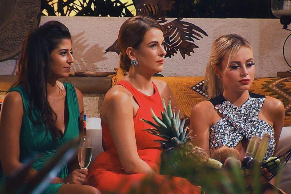 Eva, Nadine und Jade sind nicht gerade erfreut.
