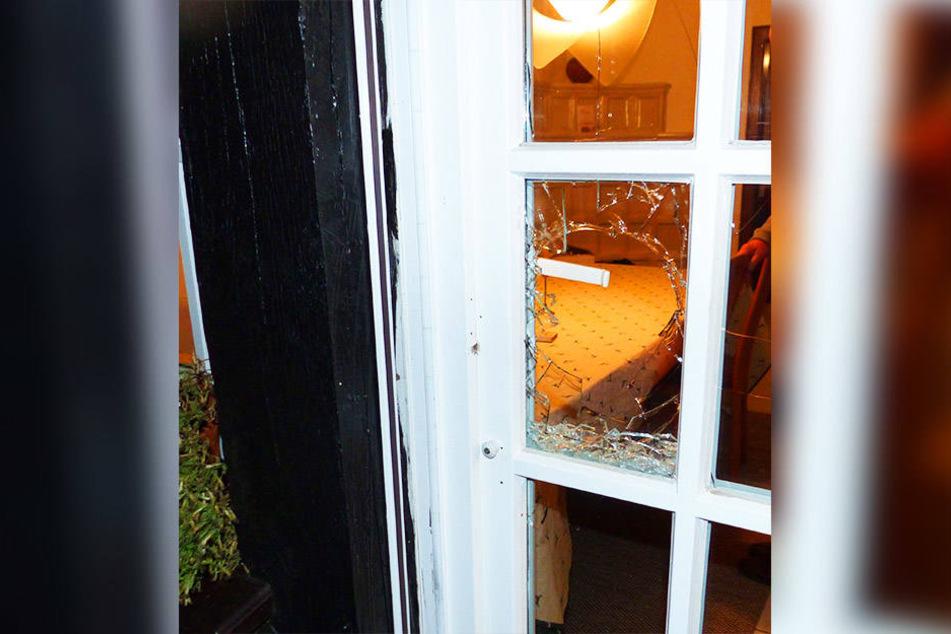 In Stemwede-Drohne wurde ein Glaselement der Terrassentür eingeschlagen. So verschafften sich die unbekannten Täter Zutritt zum Haus.