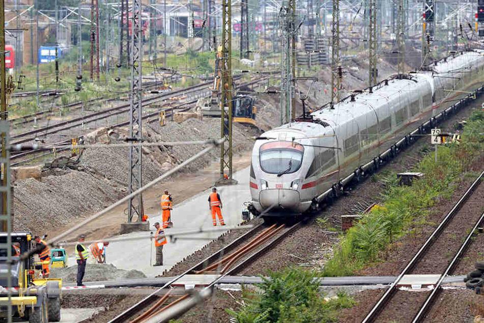 Damit die Fernzüge demnächst mit Tempo 160 statt 30 in den Bahnhof ein- und ausfahren können, wird jede Menge umgebaut.