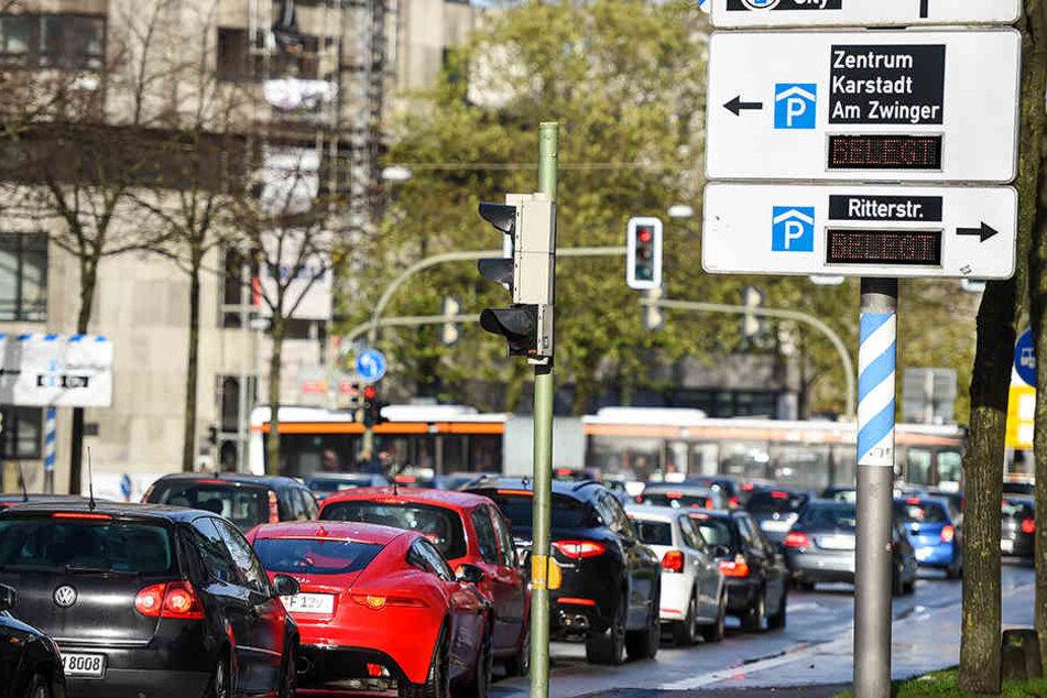 Volle Straßen, Parkhäuser...