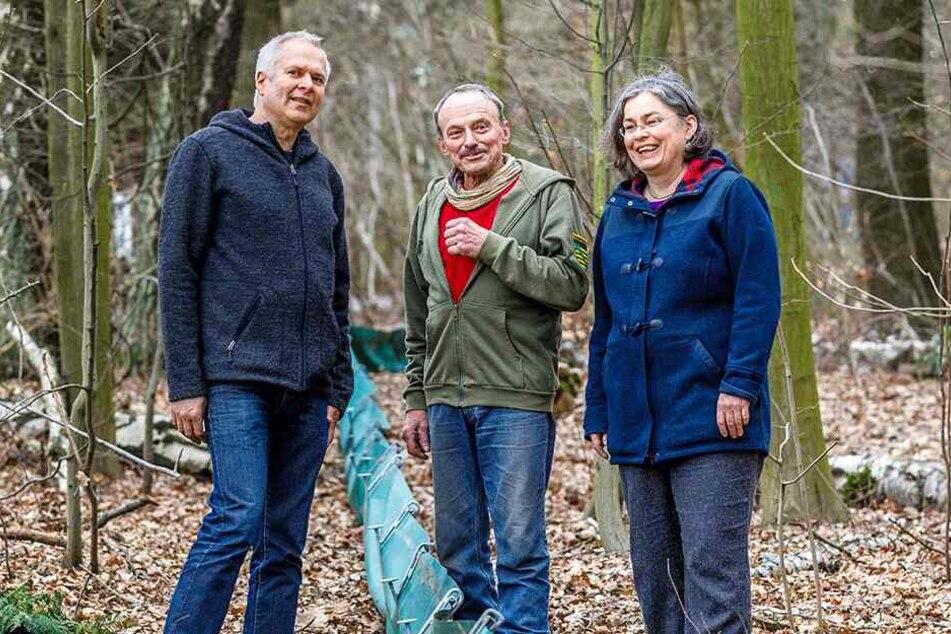 Einsatz für Kröte und Frosch: Umweltbürgermeisterin Eva Jähnigen (53, Grüne), Lothar Edelmann (76. M.) und Harald Wolf (53) vom Umweltamt der Stadt.