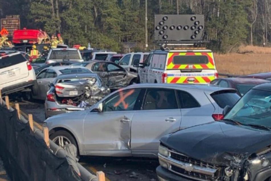 Im Weihnachts-Reiseverkehr! Karambolage mit 63 Autos, zwei Schwerverletzte