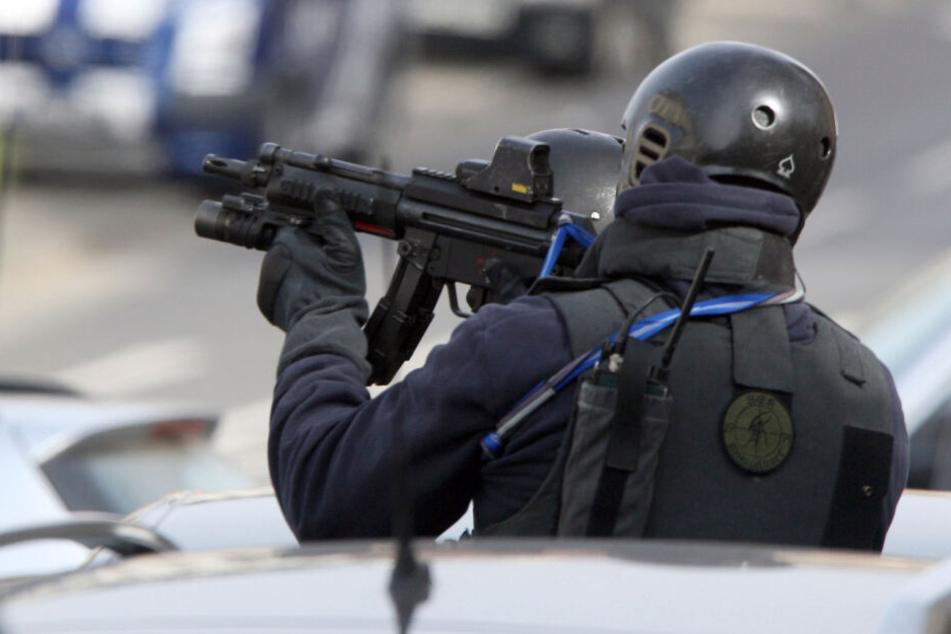 Ein Spezialeinsatzkommando war mit vor Ort in Oberhausen. (Symbolbild)