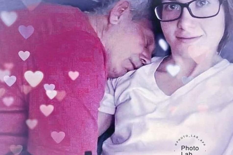 Die Studentin und ihr Ehemann scheuen sich nicht, ihre Liebe in der Öffentlichkeit zu zeigen.
