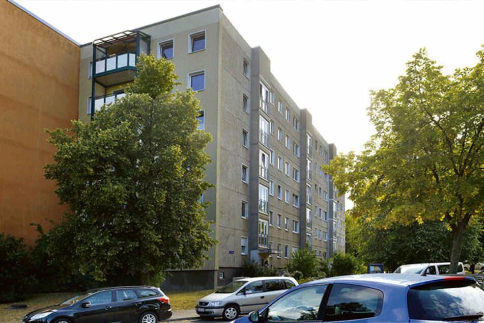In diesem Sechsgeschosser starben die kleinen Mädchen (3, 6) einen gewaltsamen Tod in der Wohnung ihres Vaters (55) in der vierten Etage.