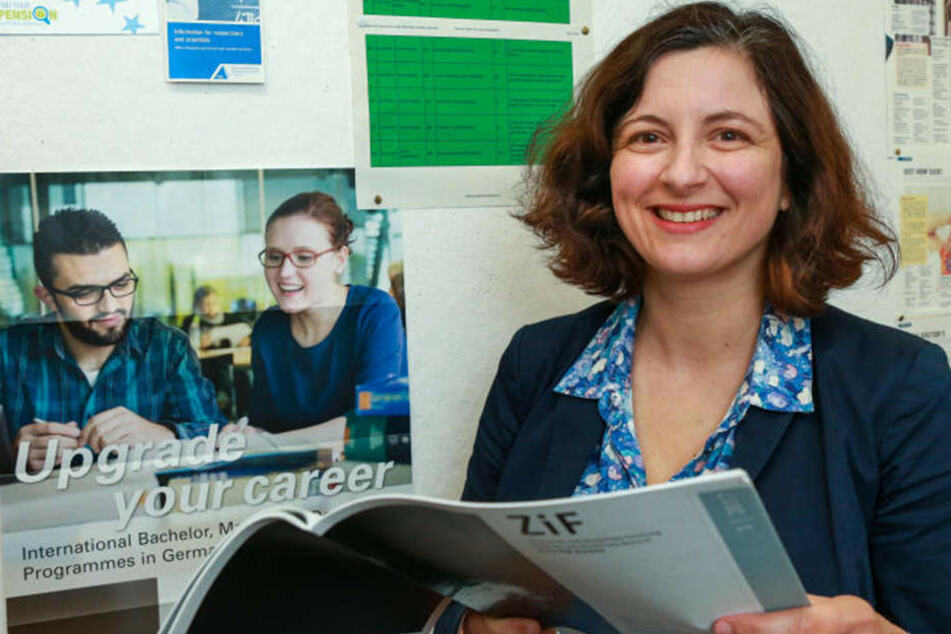 Eleni Andrianopulu, Leiterin des Welcome-Centres an der Uni Bielefeld, hofft darauf, dass sich weitere Wohnungen finden.