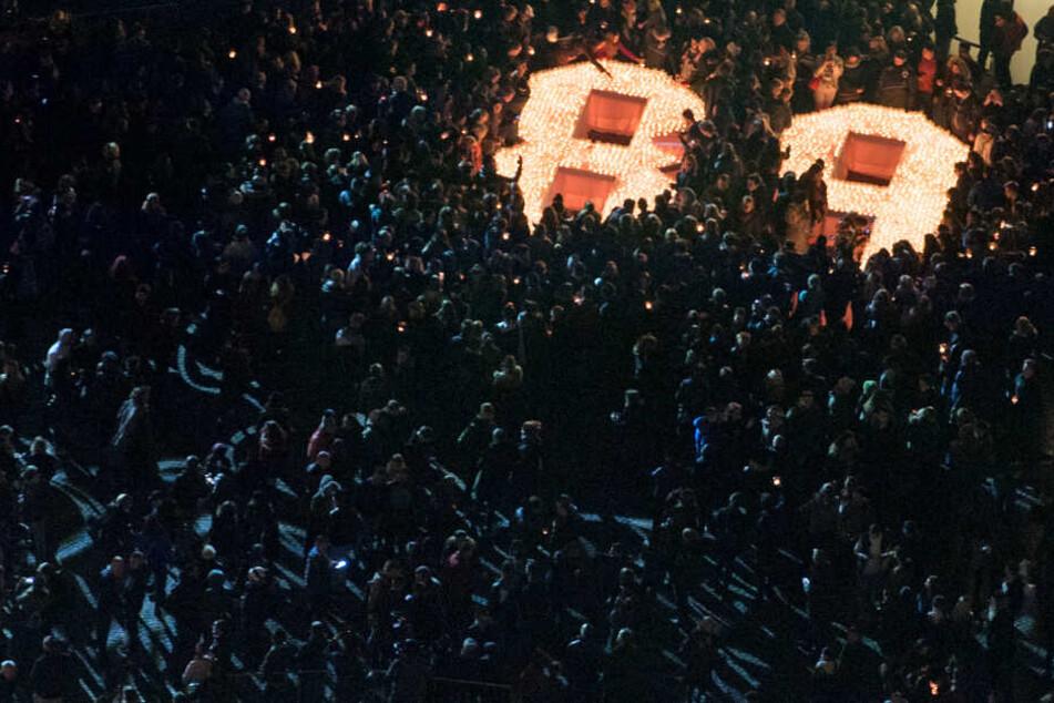 Dazu sollen sich die Menschen am 9. Oktober in einem Lichtring treffen.