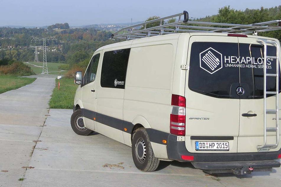 Dieser Mercedes-Sprinter samt Drohnen wurde über Nacht vom Privatgrundstück  geklaut.