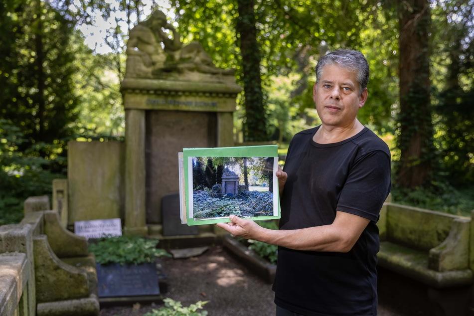 Mike Hähle (49) zeigt, dass das Grab der Familie August Hermann Riemann vor rund vier Jahren noch völlig verwuchert war.