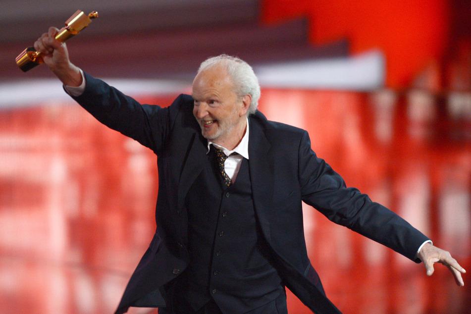 """Michael Gwisdek: 2013 freute er sich riesig bei der Verleihung des 63. Deutschen Filmpreises """"Lola"""" über die Auszeichnung in der Kategorie """"Beste männliche Nebenrolle""""."""