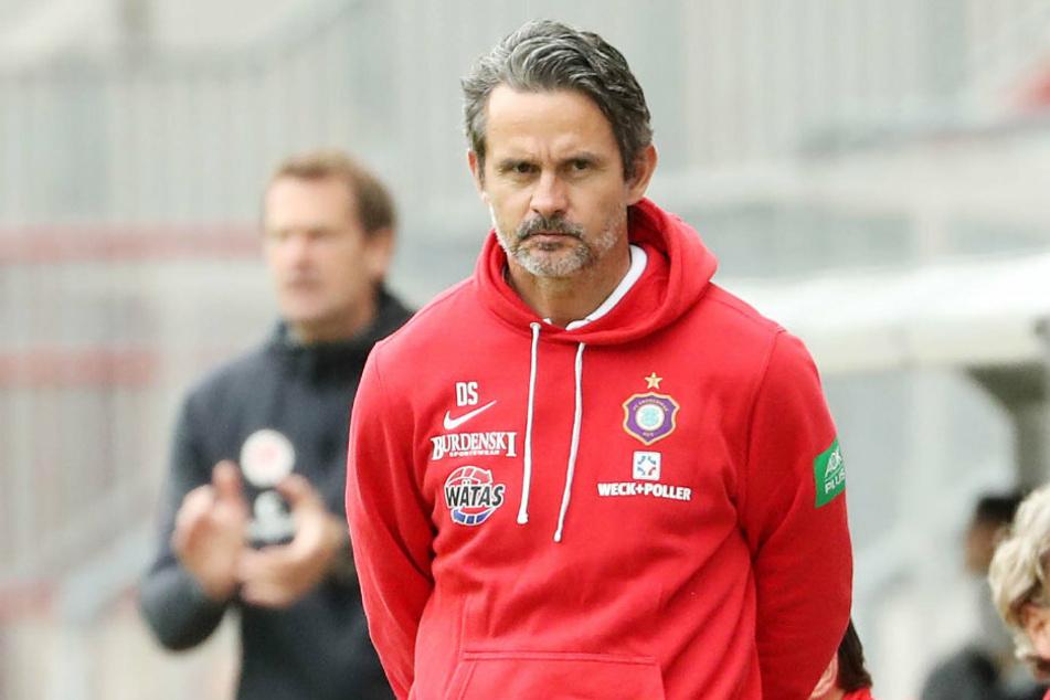 Dirk Schusters Blick sagt alles! Der FCE-Coach war mit der Chancenverwertung seiner Mannschaft bei der 1:2-Pleite auf St. Pauli total unzufrieden.