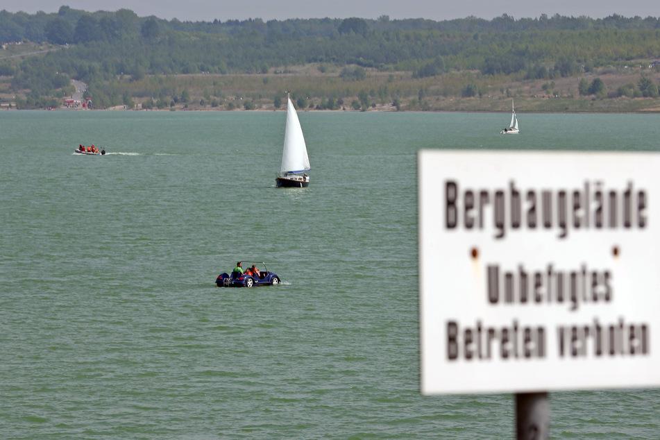 Ein altes Schild erinnert an vergangene Zeiten: Früher war das Betreten des Geländes und das Schwimmen im Badesee Störmthal verboten.